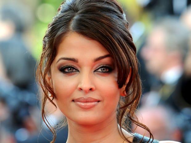 Aishwarya Rai a fost agresată de Salman Khan, actualul iubit al Iuliei Vântur