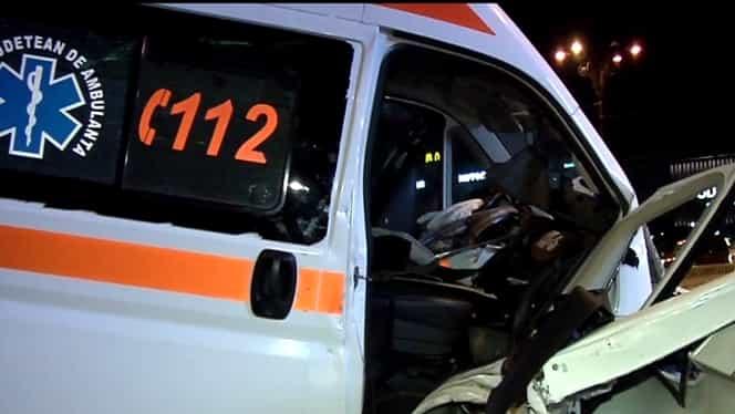 Foto. Accident grav în Bucureşti. Ambulanţa a fost spulberată de un autoturism