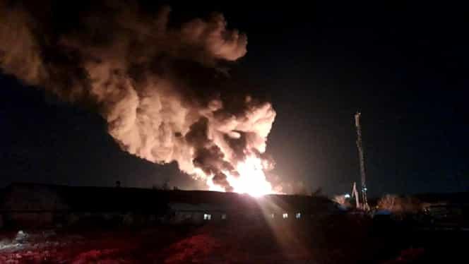 Incendiu uriaș la o hală din județul Ilfov. Mai multe mașini de pompieri la fața locului – VIDEO