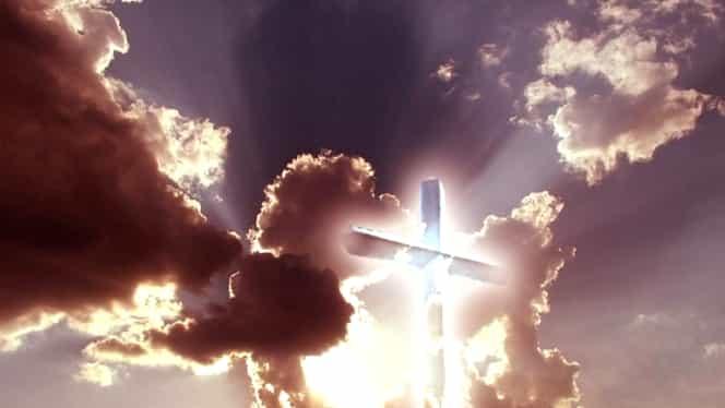 Semn divin! L-au văzut pe Dumnezeu mergând pe cer FOTO+VIDEO