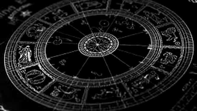 Horoscop de weekend. Viaţa unui nativ va fi dată peste cap de un apel telefonic