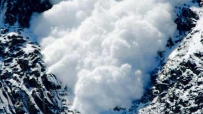 """Cod roșu de avalanșă în Munții Făgăraș și Bucegi! Salvamont: """"Vă sfătuim să rămâneţi adăpostiţi"""""""