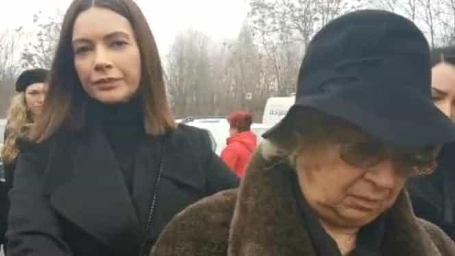 Momente cumplite la căpătâiul Cristinei Țopescu! Mama jurnalistei a fost scoasă pe brațe