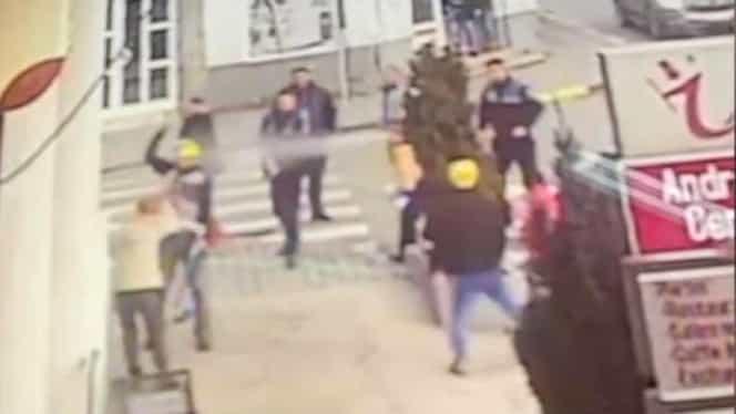 Un bărbat a fost împușcat de polițiști în plină stradă. Individul și-a înjunghiat soția! VIDEO