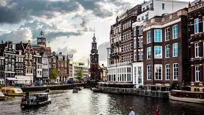 """Olanda și-a schimbat numele de la 1 ianuarie 2020. Și """"Cartierul Roșu"""" din Amsterdam va avea altă denumire"""