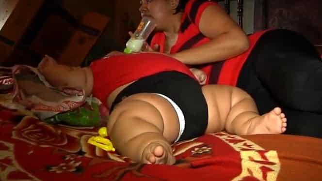Cel mai gras bebeluş din lume! Are greutatea unui copil de 9 ani!