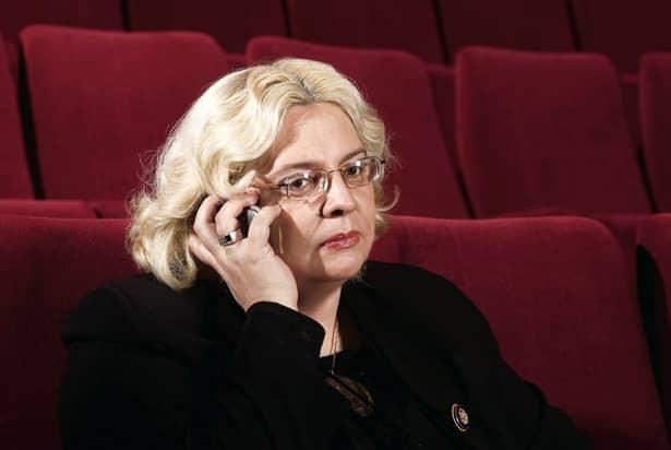 Irina Margareta Nistor a fost fotografiată, zilele trecute, la un important festival de film, care a fost susținut în Capitală. Criticul renumit încă din perioada comunistă s-a schimbat radical și parcă arată mai bine ca în tinerețe: a mai slăbit și noul look o prinde foarte bine.