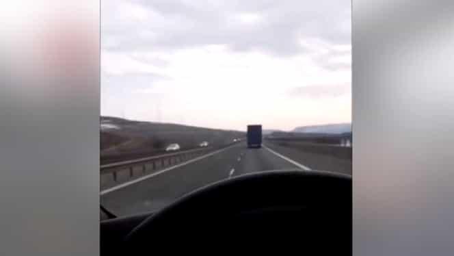 Accident în timpul unui live, pe Facebook! Șoferul conducea un microbuz cu români. VIDEO
