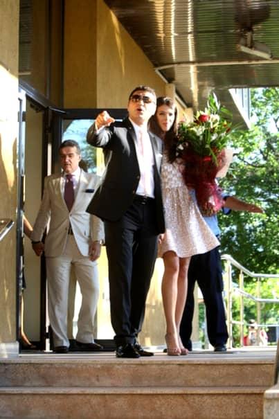 După ce a divorțat de Cristi Borcea și a fost nevoită să părăsească apartamentul de lux din Miami, Alina Vidican s-a mutat, cel puțin în acte, într-un imobil dintr-o zonă apropiată. Fosta soție a omului de afaceri se ocupă în continuare de business-ul fostei sale familii, adică restaurantul românesc din America.