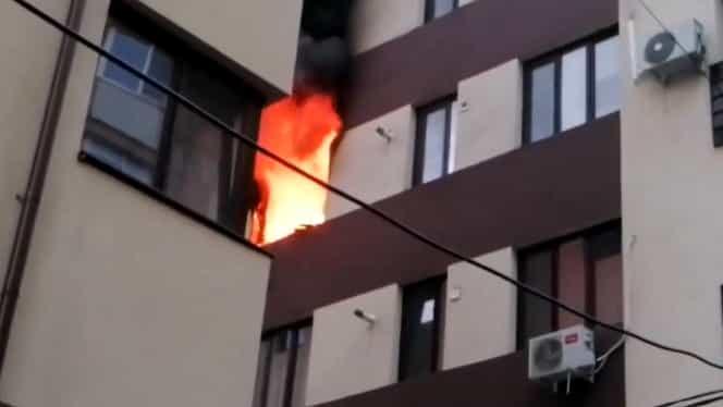 Incendiu în București. Flăcările au izbucnit la un bloc din sectorul 3