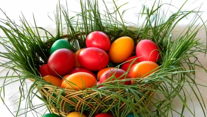 Cum fierbi corect ouăle de Paşte înainte să le vopseşti. Trucul pe care trebuie să-l ştii ca ouăle să nu se crape