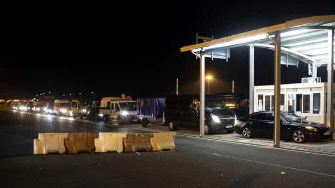 Noapte albă la Vama Nădlac: 2.500 de români au tranzitat Ungaria cu scopul de a intra în țară