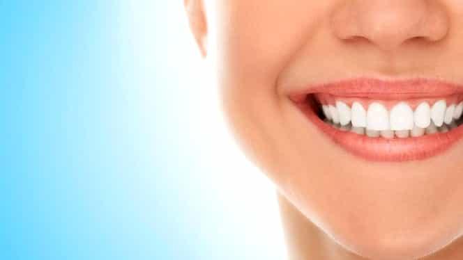 Dinţi foarte frumoşi cu… drajeul care previne cariile