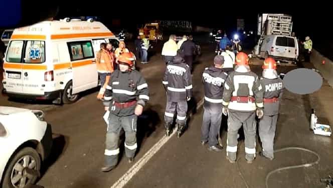 Accident cu 2 morți pe DN 7, în zona Mintia, din cauza nerespectării distanței regulamentare dintre mașini