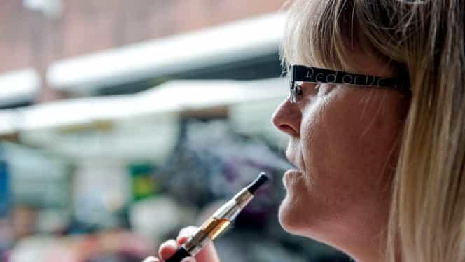Covid-19 se poate transmite prin vaporii țigărilor electronice. Avertismentul pneumologilor