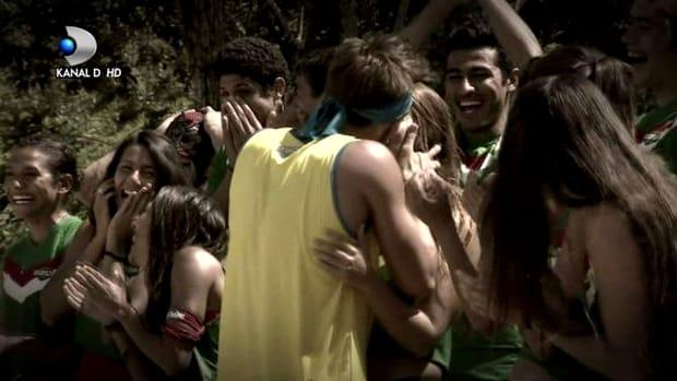 Iulian Pîtea s-a îndrăgostit de Ana, chiar după mciul dintre Exatlon Mexico și Exatlon România. El a declarat că se simte atras de tânără și că vrea să o sărute în seara care va urma, ceea ce a și făcut. Acum, săruturile lor au scris istorie în cadrul competiției atât de cunoscute în toată lumea.