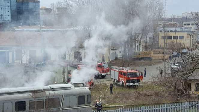 Ultimă oră. Locomotiva unui tren a luat foc, 300 de oameni în pericol