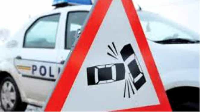 Accident violent în această dimineață! Autobuz plin cu muncitori a intrat într-o mașină lângă Ploiești
