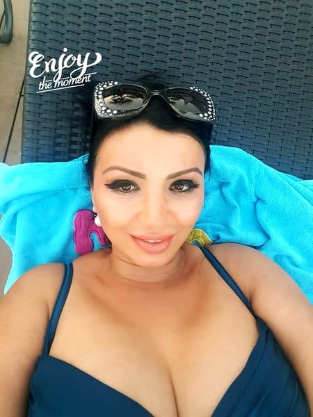 Adriana Bahmuțeanu e mulțumită de aspectul ei fizic de acum și nu se sfiește să apară în costum de baie