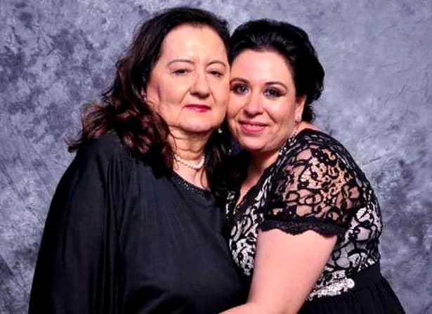 Oana Roman a ajuns la spital, împreună cu mama ei. Fosta prezentatoarea de televiziune a mers, după lungi discuții, cu mama ei la spital.
