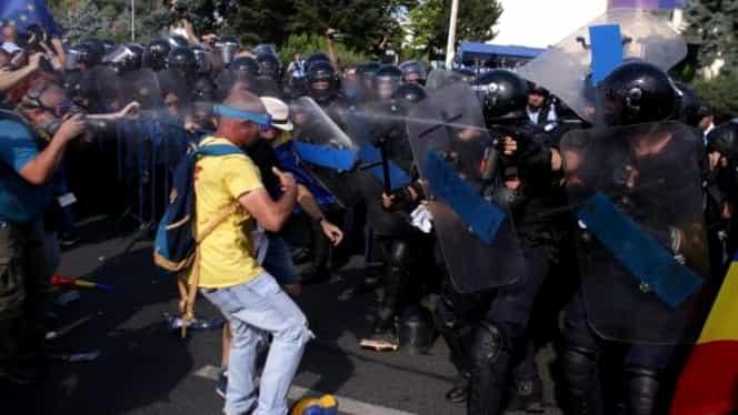 """Protestul din Piața Victoriei ar fi făcut o victimă! """"A vomitat sânge și pe gură și pe nas"""""""