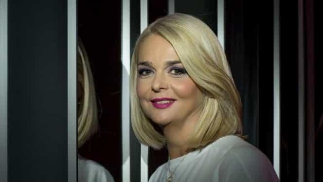 Cum a urcat Iuliana Marciuc pe scenă! După atâția ani de televiziune, nimeni nu și-a dat seama că e ea! FOTO