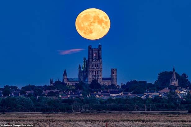 Cum s-a văzut Luna Plină de pe 14 septembrie. Imagini surprinse din toată lumea