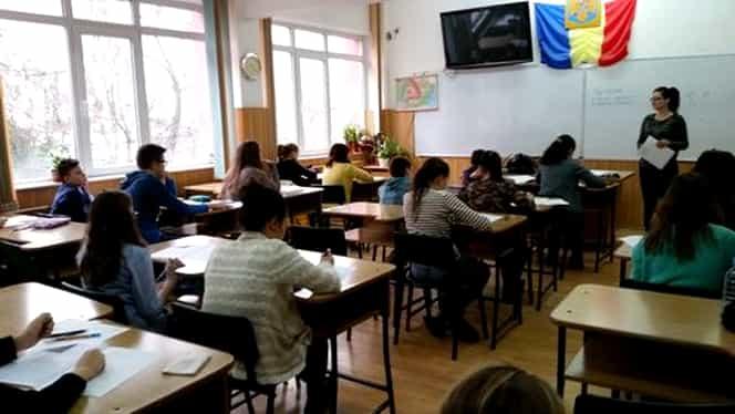 """Revoltător! Ce învață elevii români din manualul de Limba Română de clasa a patra despre """"Babele"""" și """"Sfinxul"""""""