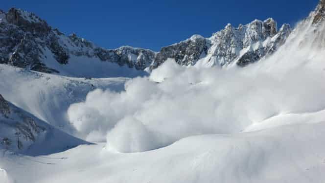 Cod roșu de avalanșă, în Munții Rodnei! Cât măsoară grosimea stratului de zăpadă