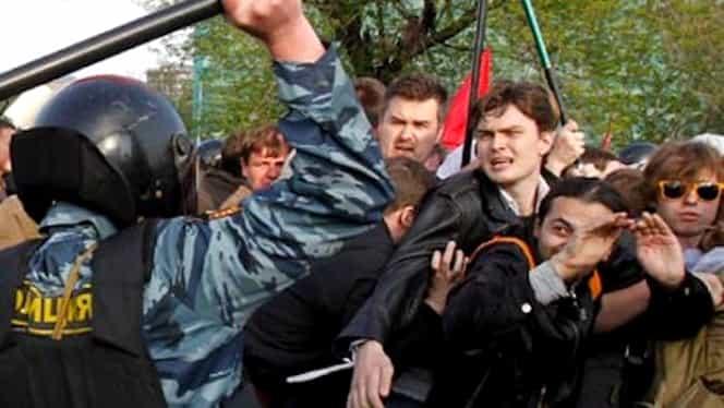 """139 de persoane arestate în Rusia pentru că au scandat """"Fără Putin!"""""""