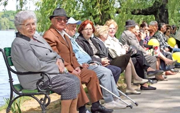Vești proaste pentru pensionari! Plata pensiilor pentru 100.000 de români a fost amânată