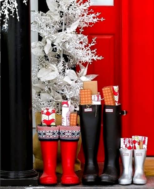 Moș Nicolae aduce cadouri tuturor, indiferent de vârstă... ... Dacă au fost cuminți!