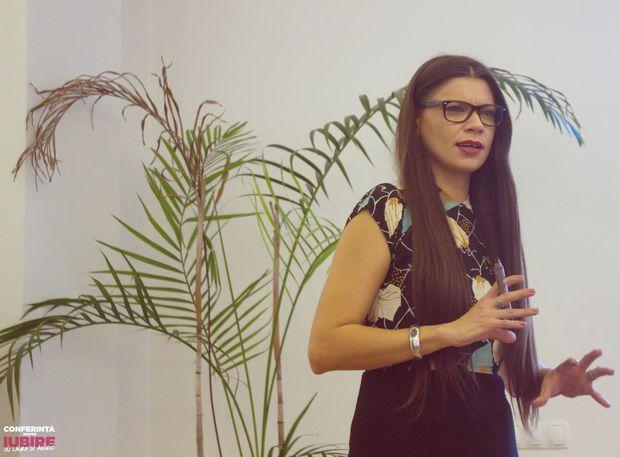 Laura Andreșan s-a schimbat enorm, iar acum susține conferințe în Pishologie