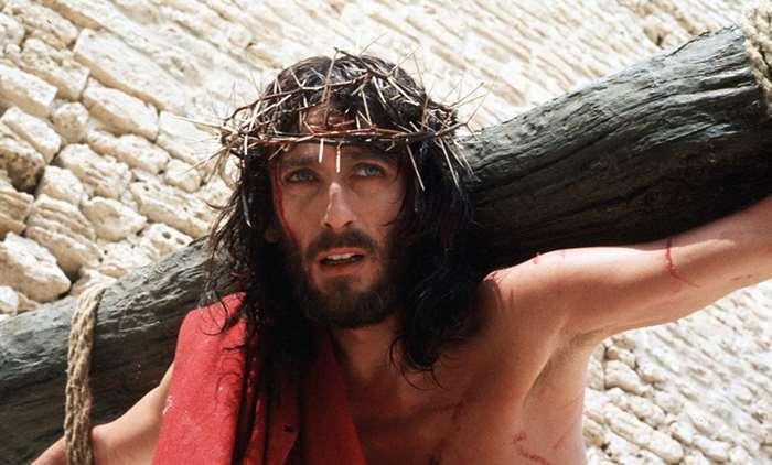 Batranete sau urmarit de blesteme? Cum arata azi actorul din Isus din Nazaret! Cel mai greu rol al lui Zeffirelli