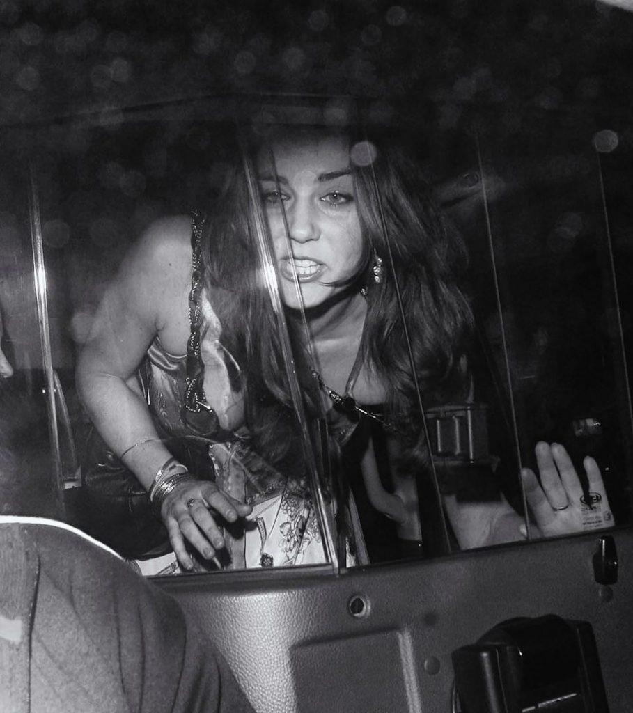 FOTO Rusine pentrui Casa Regala! Kate Middleton, BEATA moarta, iesind dintr-un club celebru! Dar stai sa-l vezi pe Printul William!