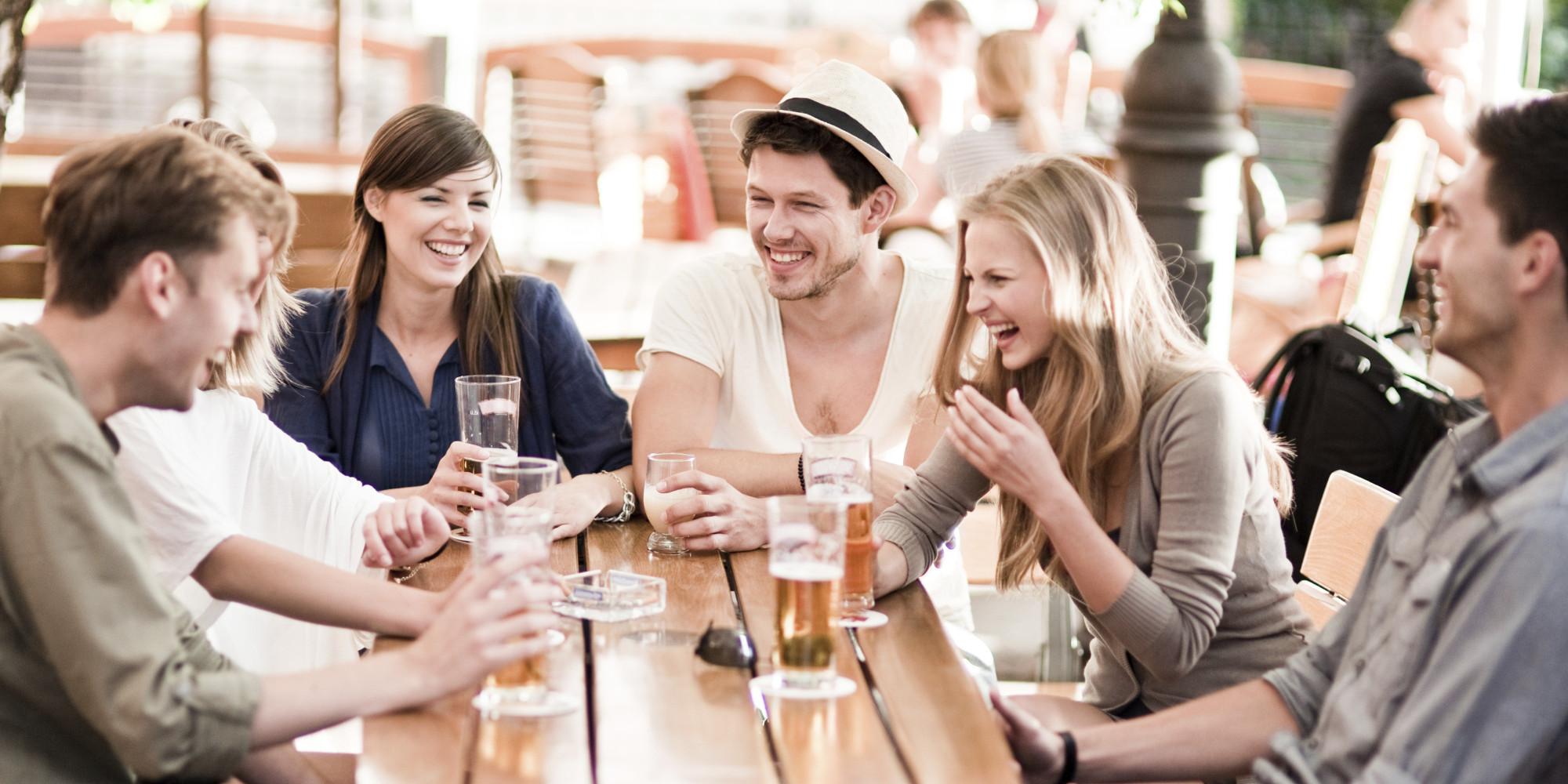 Distrează-te la un pahar de vorbă cu prietenii punându-i în dificultate cu 15 întrebări de logică la care doar tu știi răspunsurile corecte!