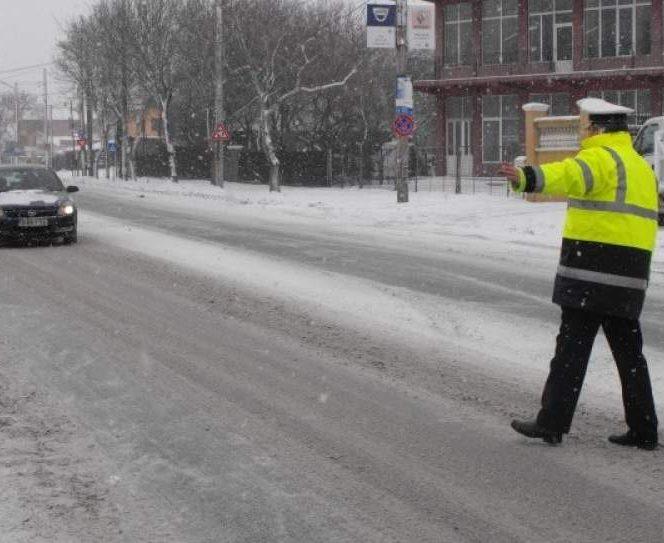 """Cele mai bune cauciucuri de iarnă vă scapă de întâlniri neplăcute """"pe dreapta"""" și cu amenzu date de poliția rutieră"""
