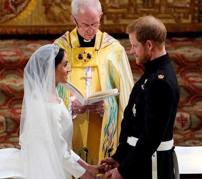 Buchetul ducesei de mireasa a fost organizat de floristul Philippa Craddock. Florile au fost culese de Prințul Harry, înainte de nuntă, pentru a le adăuga în buchet. De asemenea, un gest impresionant a fost faptul că cei doi au ales ca în buchet, alături de celelalte, să fie și flori de Nu-mă-uita, în memoria Prințesei Diana.