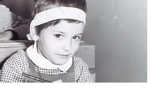 Andreea Esca in primele zile din clasele primare