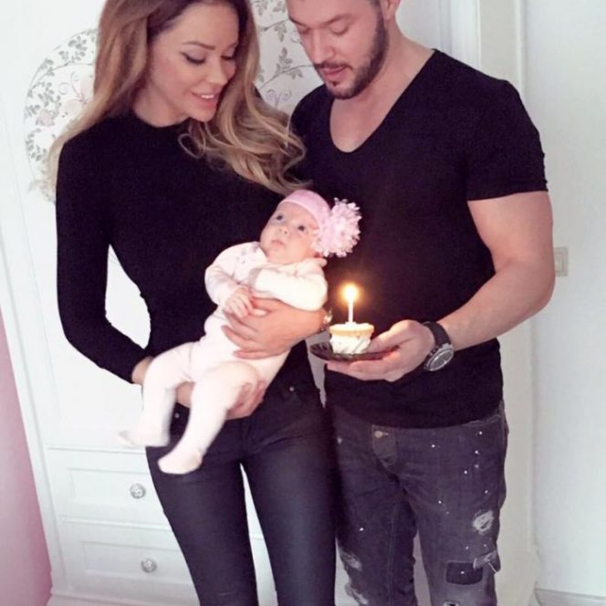 Bianca Drăgușanu și Victor Slav, și fiica acestora, Sofia Natalia