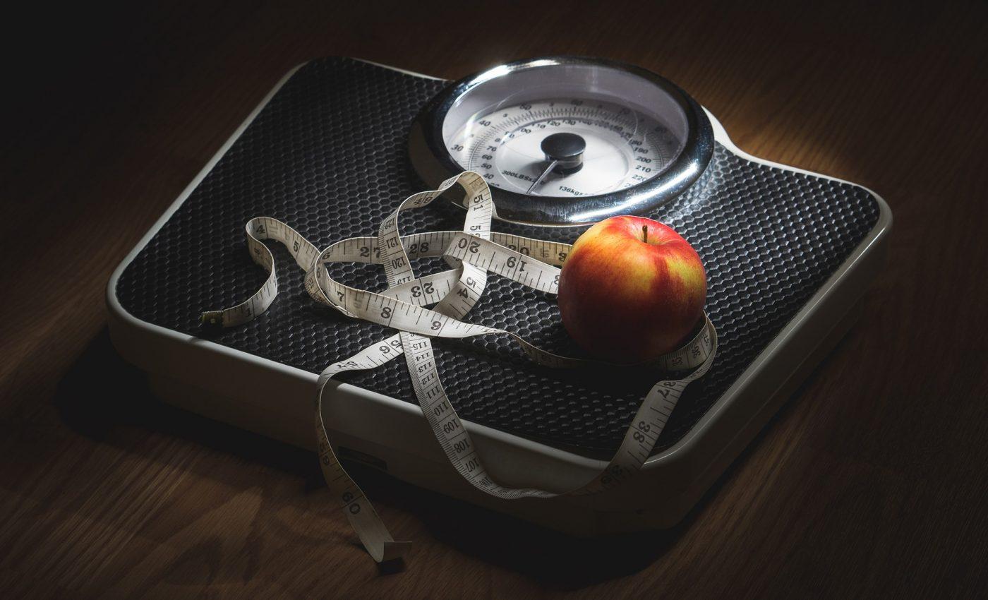 """Greutatea ideală are """"prietenii"""": cântarul, centimetrul și alimentația sănătoasă. Sunt și prietenii tăi?"""