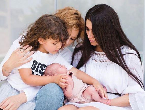 Ele Băsescu împreună cu cei tri copii: Traia, Sofia Anas și Anastasia