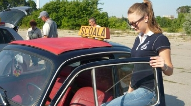 Cea mai bună școală de șoferi trebuie să-ți ofere cele mai bune mașini și cei mai buni instructori
