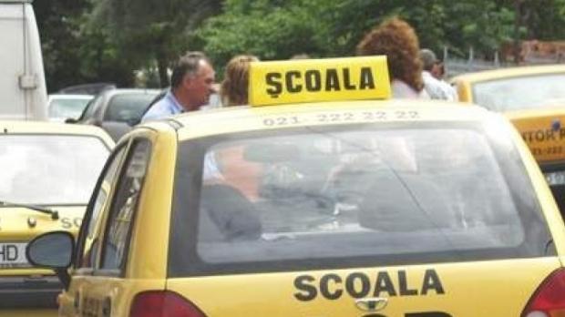 Cea mai bună școală de șoferi trebuie să-ți fie la îndemână, ca preț, locație și dotări. De la mașini la instructori
