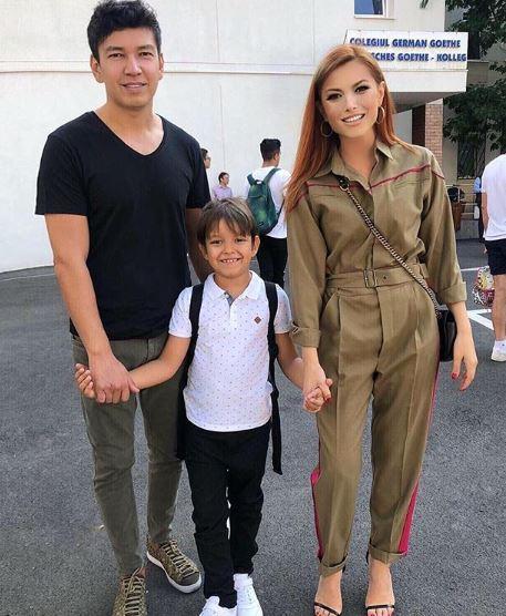 Elena Gheorghe cu soțul ei și Nicholas, băiețeulul acestora