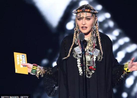 Madonna pe scena MTV VMA, la desemnarea premiilor