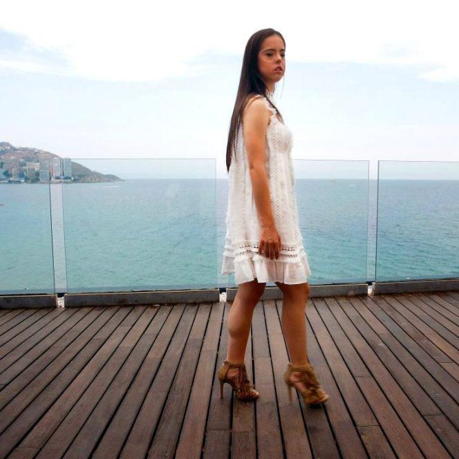 Un model cu sindromul Down a defilat pe scena New York Fashion Week!