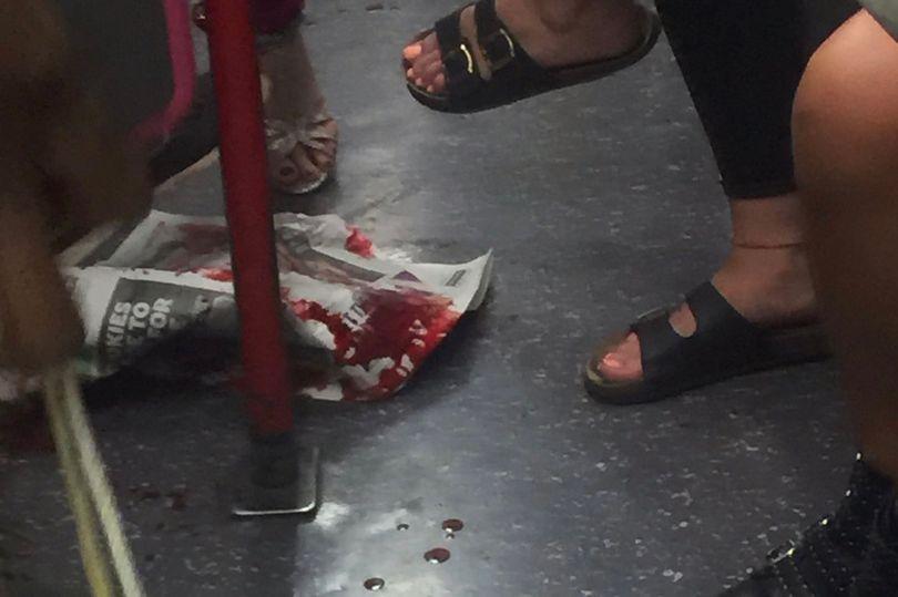 Un om a fost ranit într-un metrou din londra