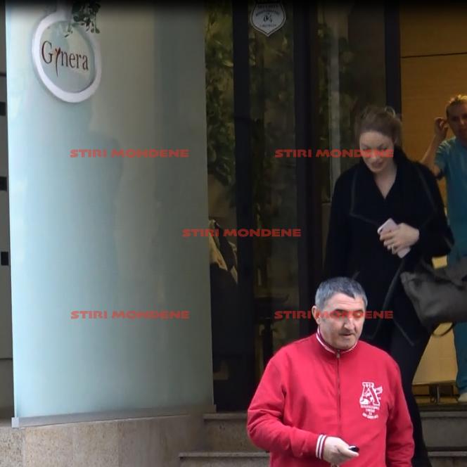 Pe imagini, se vede clar cum Valentina Pelinel coboară treptele clinicii de fertilizare