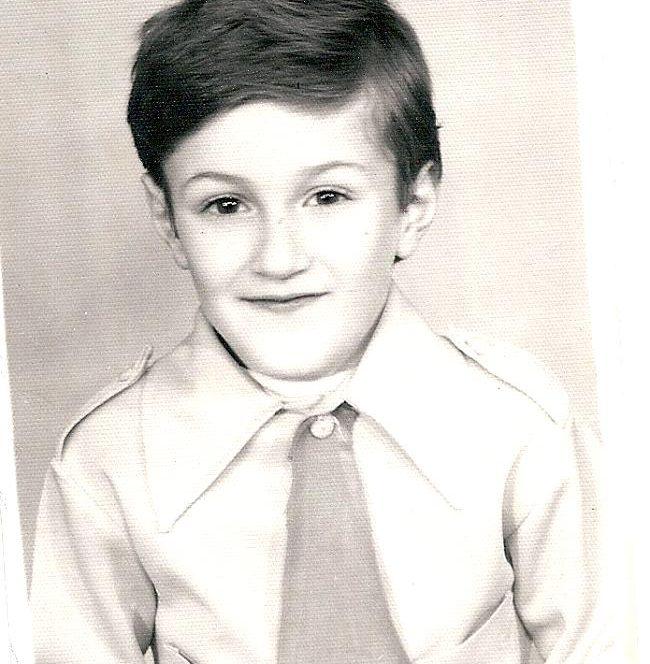 Andrei Tiberiu Mariu, cunoscut ca Smiley, in prima zi de scoala din clasele primare